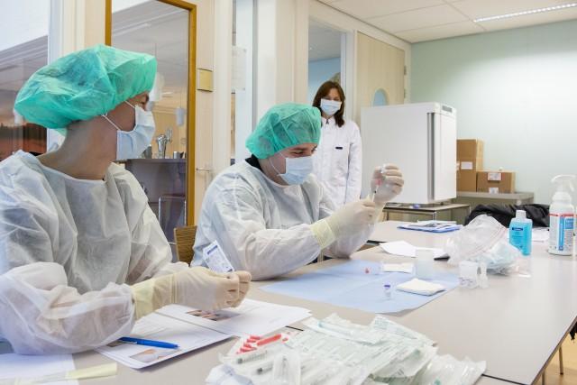 Zorgverleners Brabantse huisartsenspoedzorg krijgen hun eerste vaccinatie
