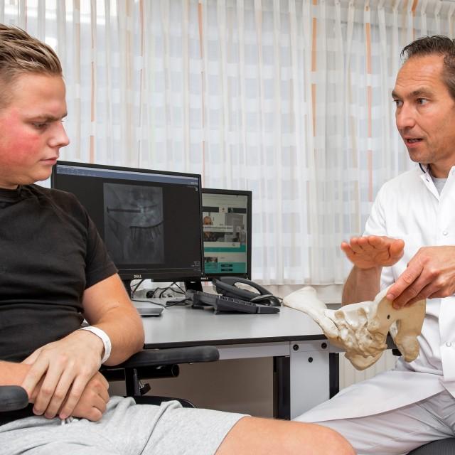 De patiënt in gesprek met de arts